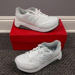 NIB. MEN'S 923v3 walking sneaker. Medium and 4E